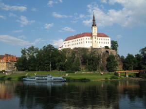 Panoramatická fotografie Zámku Děčín s přístavištěm